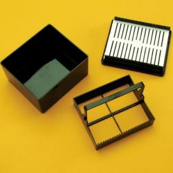 Vzduchtěsná barvící nádobka na 25 mikroskel
